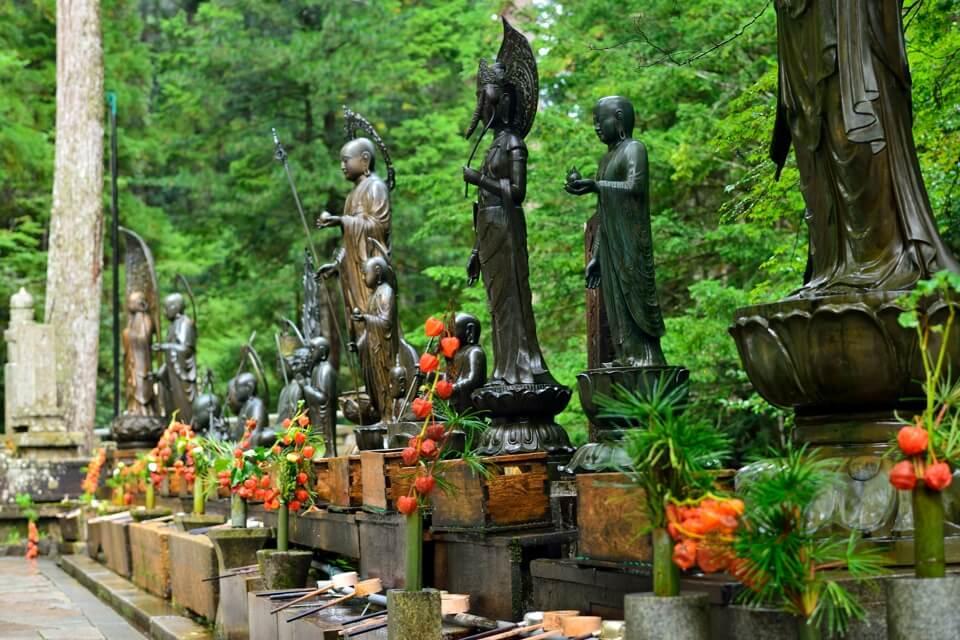 奥の院墓所の早朝写真