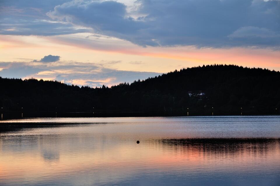 女神湖の写真