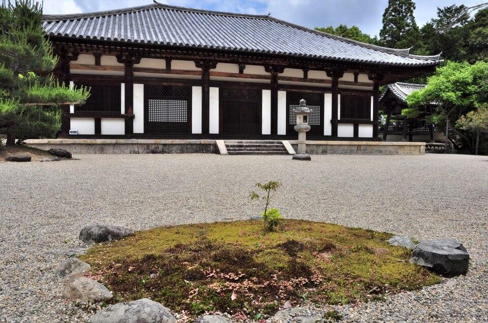 秋篠寺の伎芸天立像写真