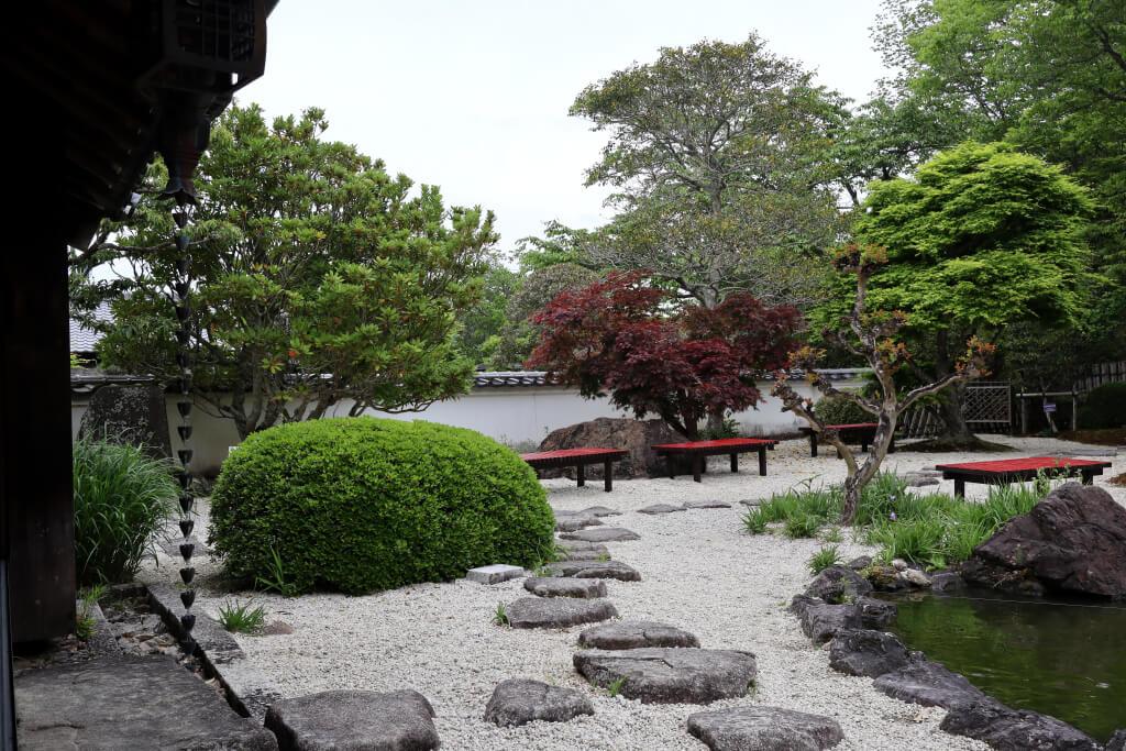 奥殿陣屋の日本庭園写真