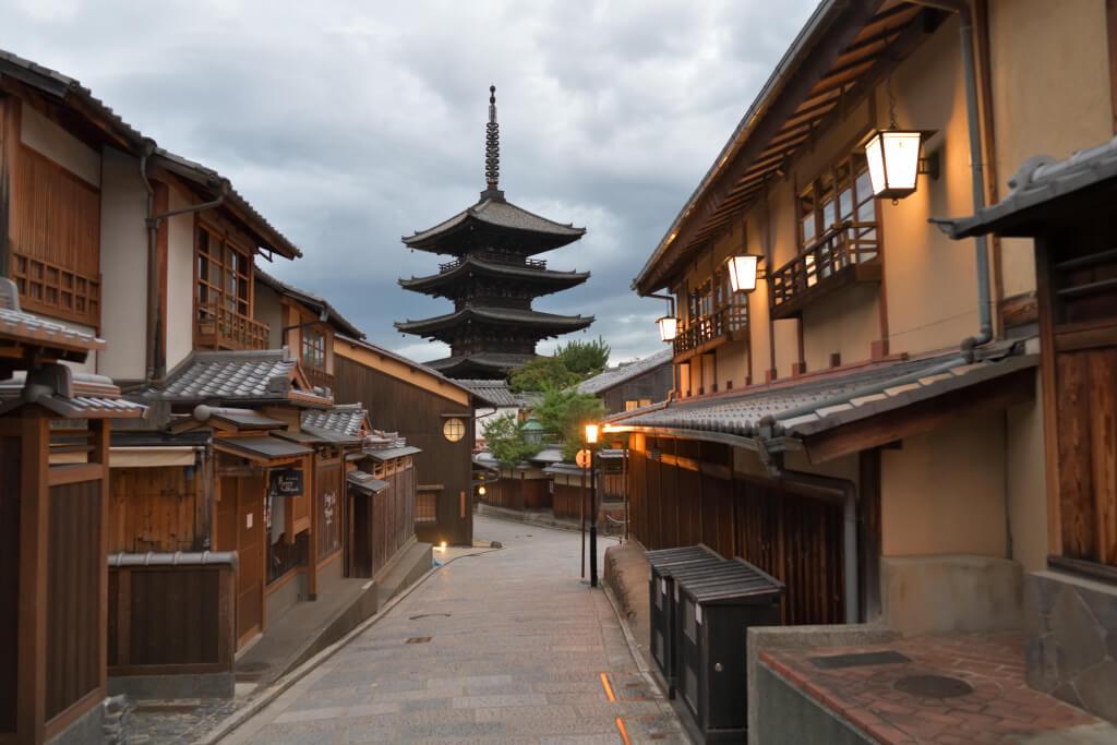 三年坂・二年坂と八坂五重塔の写真