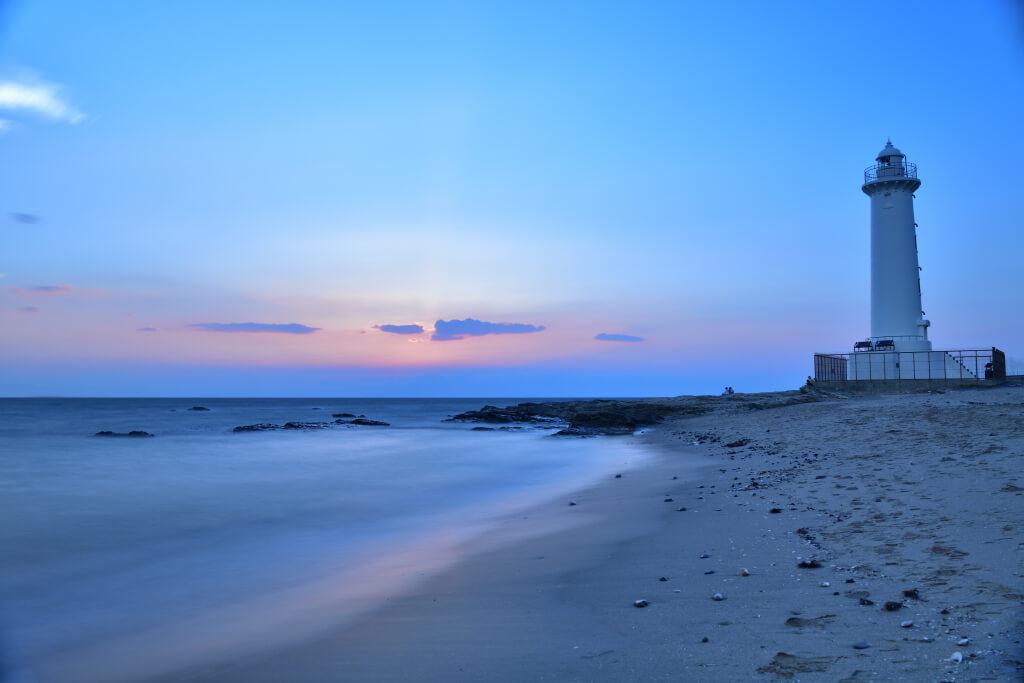 野間埼灯台の夕日写真