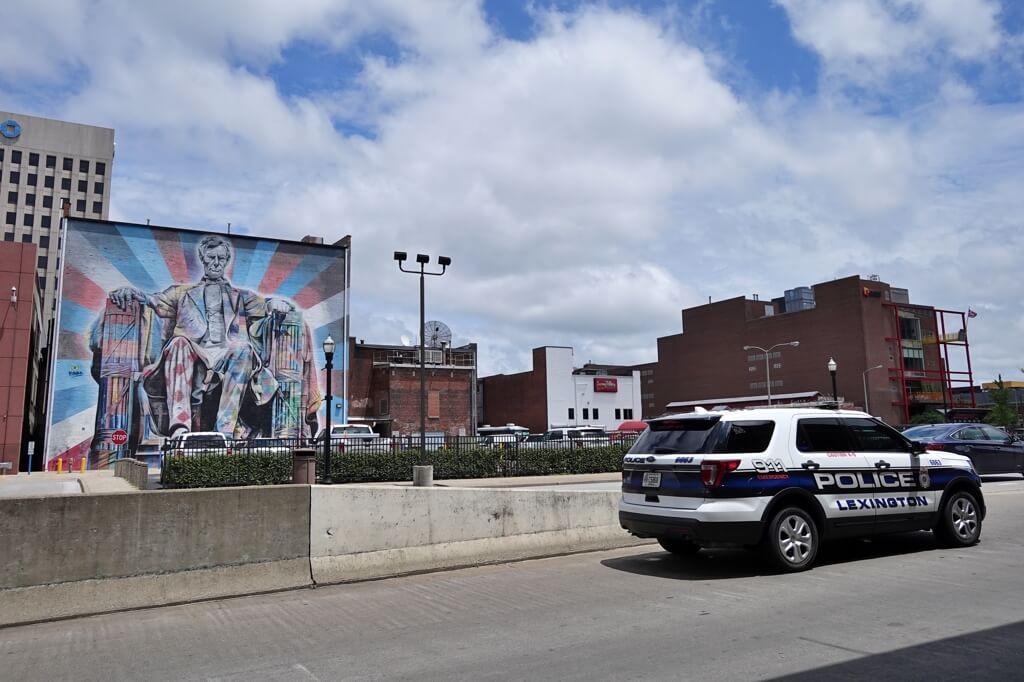 レキシントン街中をランニング写真
