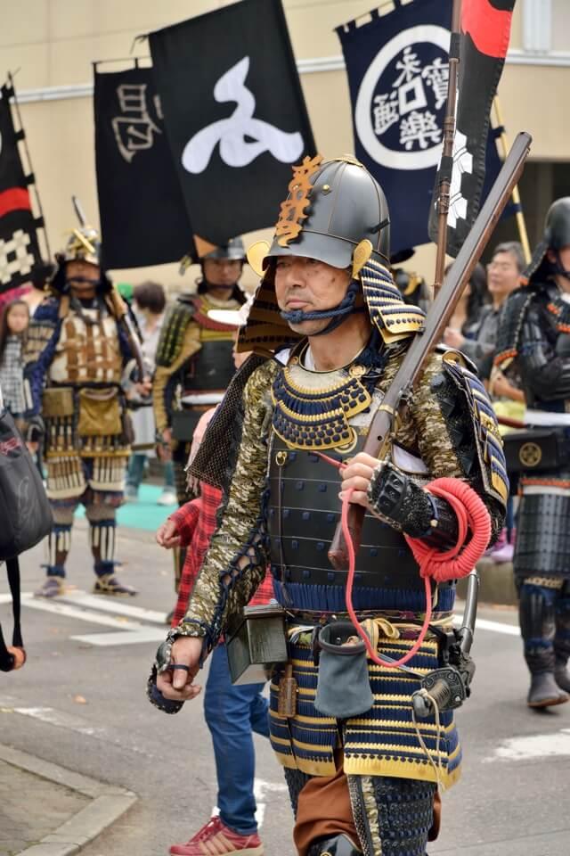 清洲城祭りの写真、信長行列と火縄銃演武