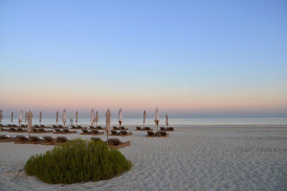 アブダビビーチのサンライズ写真撮影