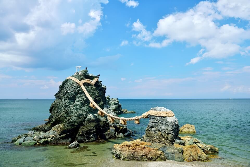 夫婦岩・二見浦・しめ縄の写真