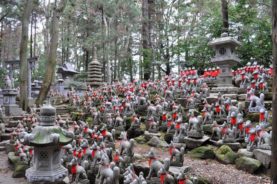 豊川稲荷・キツネ塚の写真