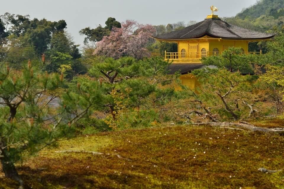 金閣寺舎利殿の金色写真 京都北山の人気観光名所・世界遺産